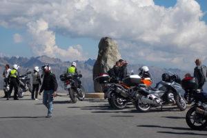 Moto au sommet de la Bonette