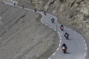 Moto sur la route de la Bonette